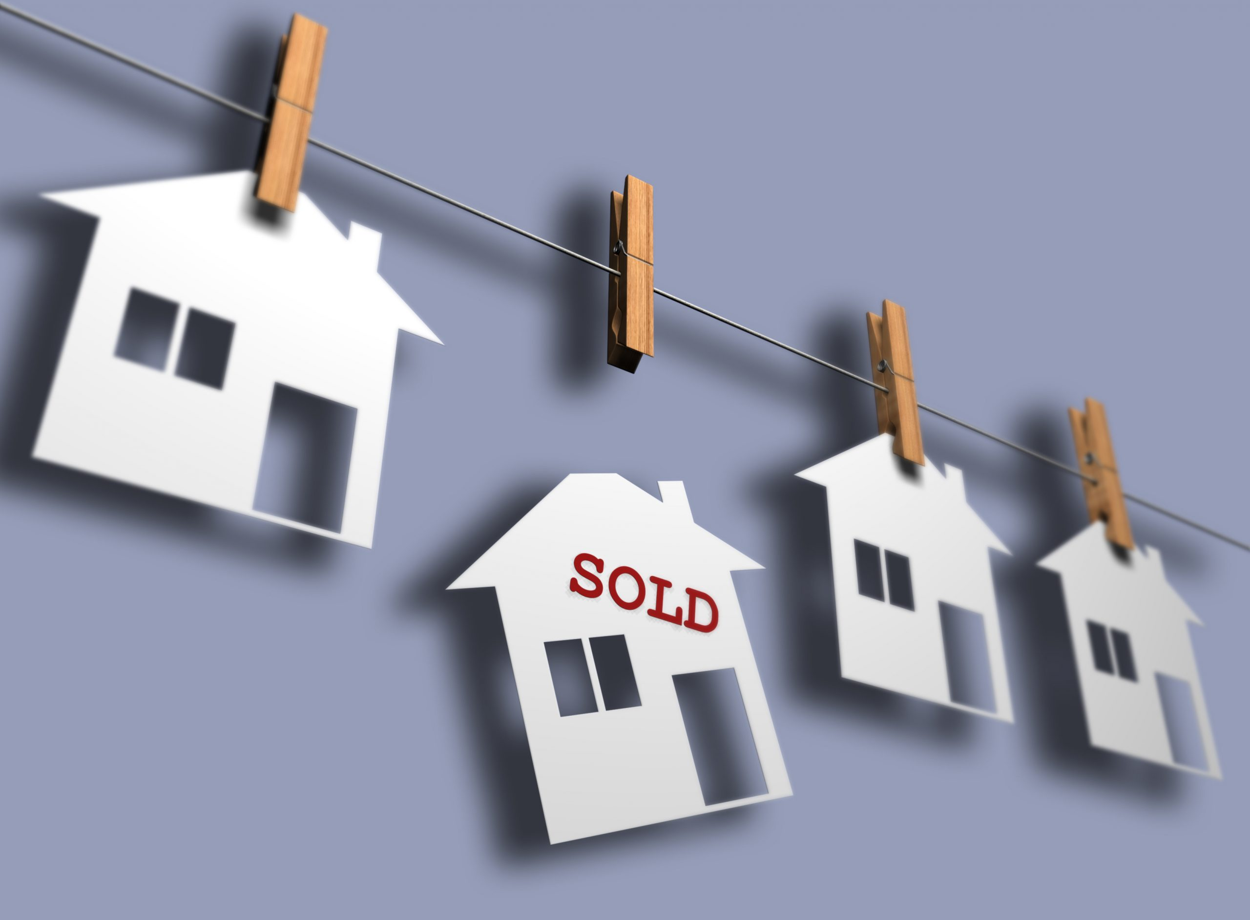 How is the comparison method performed in real estate valuation